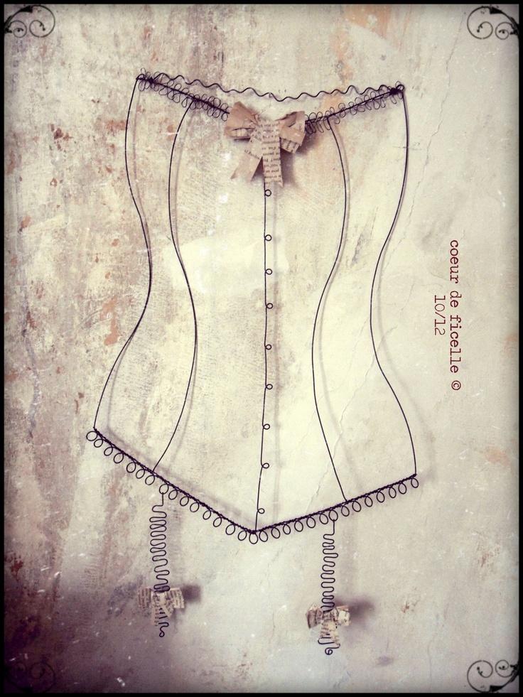 Bustier ou corset en fil de fer