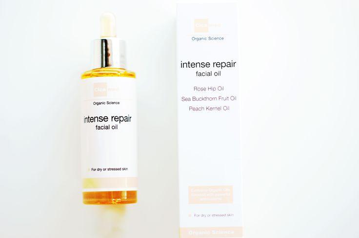 Intense repair facial oil innehåller exklusiva kallpressade oljor som tillsammans stärker och skyddar mot torr hud. Intense repair facial oil är rik på vitaminer och essentiella fettsyror som reparerar och återställer hudens skyddande barriär. Resultatet är mjuk hy med ny spänst och lyster!  http://www.hairmax.se/cicamed-intense-repair-oil-organic