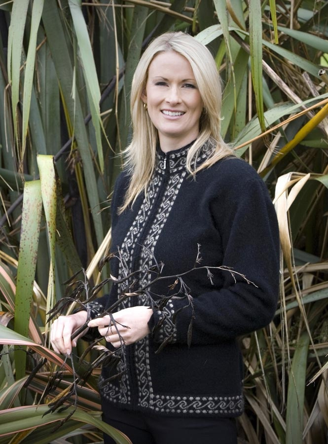 A lovely warm, soft and comfortable possum merino Black jacket. This is perfect for the weekend and a very New Zealand design with Maori Koru patterns. NZ$229