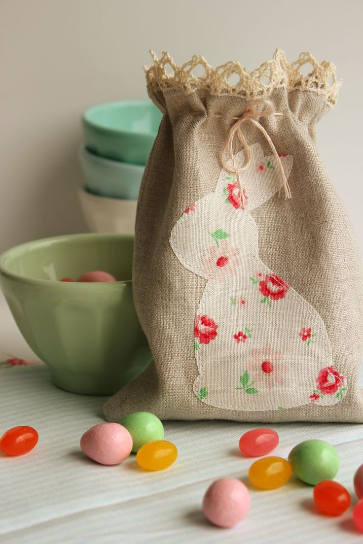 Flowers and bunnies // simple and sweet easter gift bag