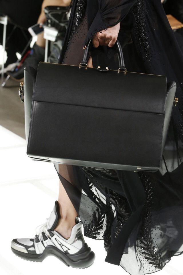 Louis Vuitton  #VogueRussia #readytowear #rtw #springsummer2018 #LouisVuitton #VogueCollections