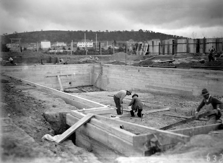 Manuka Pool under construction, 1929.     Photographer: William James Mildenhall. NAA: A3560, 6324