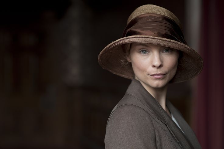 Downton Abbey - Edna Braithwaite