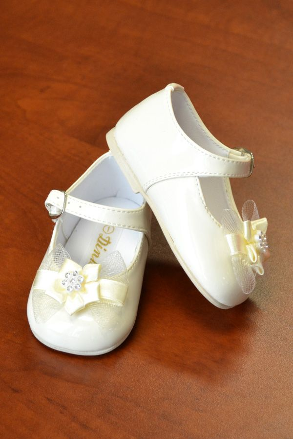 Girl's Dress Shoes & Flower Girl Shoes Whether she's in a pageant, a flower girl, or simply dressing up for a special occasion, your princess' outfit won't be complete without a pair of our girls' dress shoes .