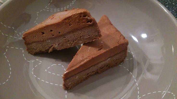 Denne kage er perfekt som dessert, Den består af en bagt bund og en top som er lidt ligesom chokolademousse. Den skal serveres frossen, og skal bare tages op 5 minutter inden den skal anrettes. Den…
