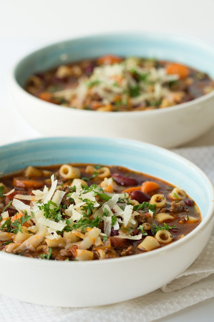 A super delicious, classic Italian soup, Slow Cooker Pasta e Fagioli Soup takes about 45 minutes to prep, the slow cooker does the magic!