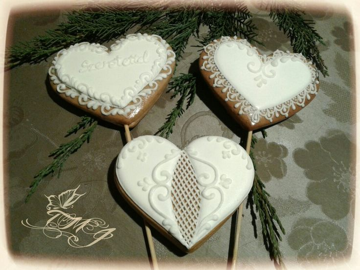 Snowwhite gingerbread cookie hearts by TMJcreative.