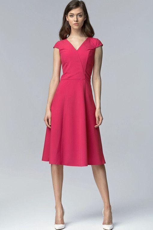 67bed1c38c93 Koktejlové dámské šaty s výstřihem v roce 2019