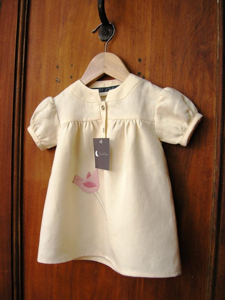 Ropa bebé de Lunita Luná  Lino, bordado a mano.  CLP$25.000