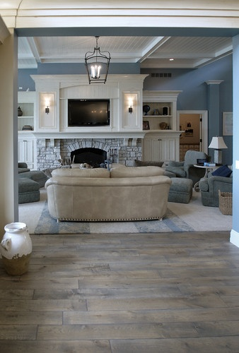 love the hardwoods and how well they go with this color scheme