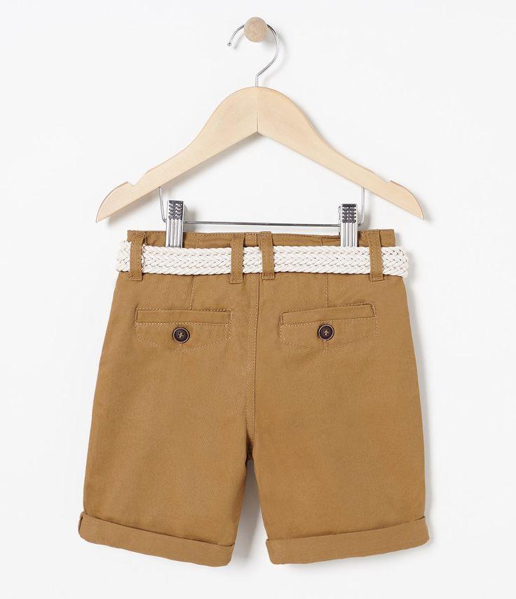 Bermuda Infantil    Básica    Acompanha cinto    Com elástico interno para ajuste da cintura    Marca: Póim    Tecido: Sarja         COLEÇÃO INVERNO 2017         Veja outras opções de    shorts e bermudas infantis.            Póim Menino         Sabemos que de 1 a 4 anos de idade, o que vale é o gosto da mamãe. E pensando nisso, a Lojas Renner, possui a marca Póim, com macacão, camisetas, camisas, calça jeans e muito mais outros produtos cheio de estilo, tudo com muita informação de moda…