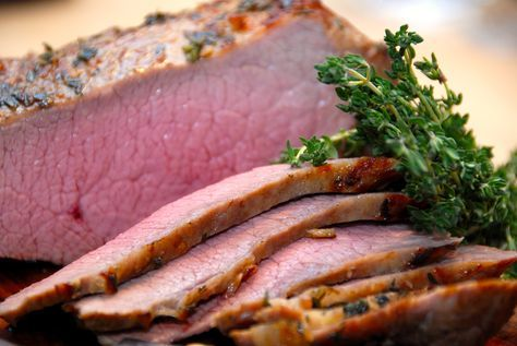 Intervalstegt kalveculotte: Sådan steger du den perfekte kalveculotte, der skal have en kernetemperatur på 55 grader. Intervalstegt kalveculotte er et super godt stykke kød til gæstemad, og du får et meget mørt stykke kød på din