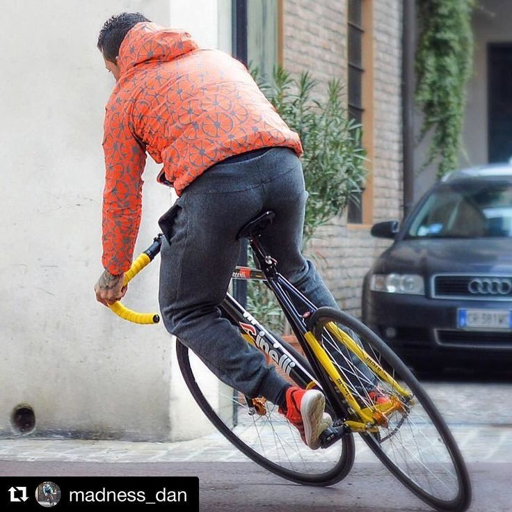 Join our GIVEAWAY to receive a FREE jacket LE JONGLEUR check out now our facebook page #Repost @madness_dan with @repostapp  Never look back always look ahead  @dafnefixed @cinelli_official @urbancircus_paris #oakley #oakleyteam #oakleyjawbreaker #ciclismoignorante #dafnefixed #dafnefamily #dafneteam #scattofisso #trackbike #track #roadbike #roadcycling #road #bike #ciclismo #ciclista #bicycle #bici #numeri1 #ciclyng #fixedgear #fixed #fixedbike #trackday  #scattofisso