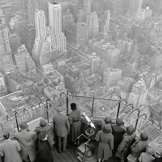 george-rodger-empire-state-building-observatory-320x320-c.jpg (320×320)