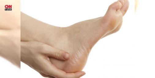 Topuk ağrısı ankilozan spondilit habercisi olabilir! : Türkiyede en sık görülen romatizmal hastalıklardan biri olan ankilozan spondilit özellikle 45 yaş altı kişilerde ortaya çıkıyor. Üç aydan uzun süren bel sırt ve boyun ağrılarıyla kendini gösterebilen ankilozan spondilit hastalığı hakkında bilgi veren Doç. Dr. Soner Şenel istirahat sonrası görülen topuk ağrılarının bu hastalık için ayırıcı bir semptom olabileceğini belirtti.  http://ift.tt/2eqkxwB #Sanat   #ankilozan #spondilit #görülen…