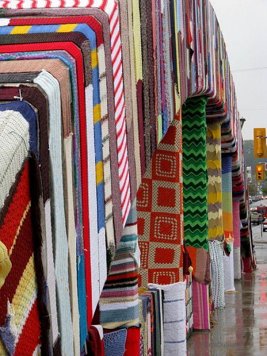 Yarn Bombing: Main Street Bridge in Cambridge, Ontario http://restreet.altervista.org/guerrilla-knitting-la-street-art-delle-casalinghe/
