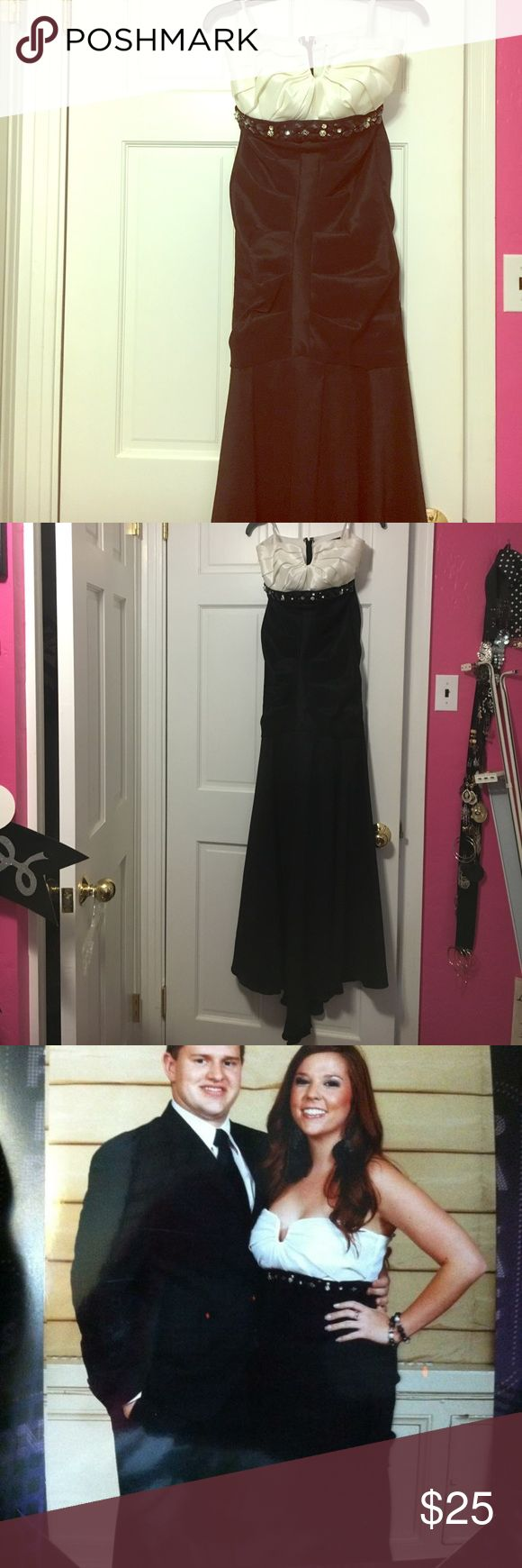 Black and white size 9 formal gown Floor length tight fitting formal gown size 9. Only worn once for a few hours at a work event. In great condition. Back has a bit of a train. Skirt is fitted and puckered until about knee length and then flows. Jewel embroidery around waist. Off white top that shows a lot of cleavage. City Studio Dresses Prom