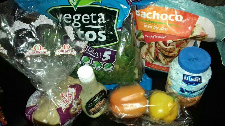 Ingredientes/ sandwich *Tiras de pechuga de pollo *Pimientos * Pan  *Aguacate *Cebolla *Vegetales *Mayonesa *Chimichurri de serrano