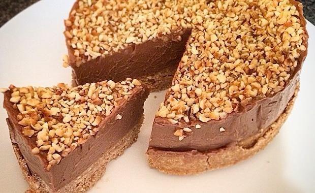 Μια πολύ εύκολη συνταγή για ένα υπέροχο Cheesecake Nutella's. Πολύ απλό, αφράτο γλύκισμα ψυγείου με απίθανη δροσερή καιπεντανόστιμη γεύση που θα σας εντυπ