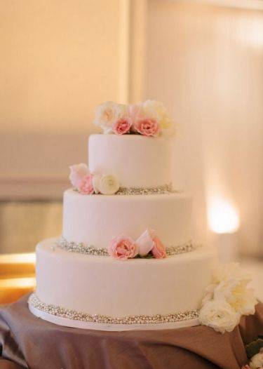 Wedding Cake, simple and elegant. Cherry Blossom Events and Marta Locklear Photography