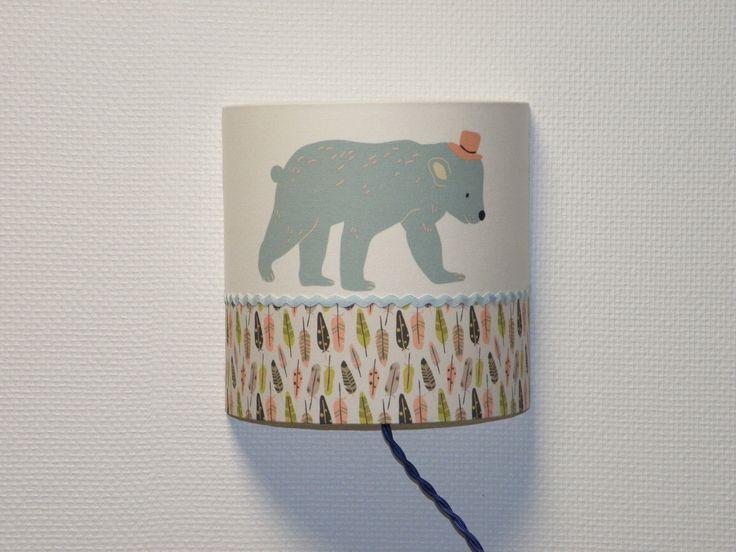 applique luminaire ours bleu et plumes pour chambre d'enfant : Décoration pour enfants par anne-claude-c