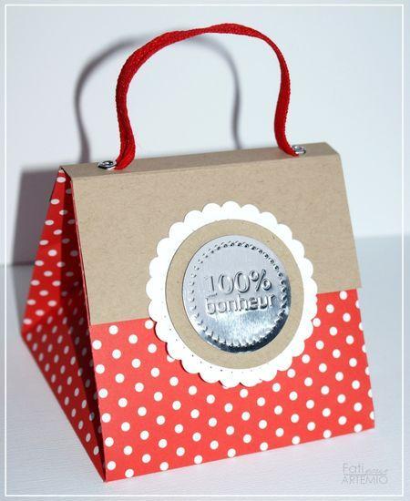 un emballage à fabriquer que vous pouvez garnir comme vous le souhaitez afin de faire des cadeaux à vos cliente Voir le tuto sur http://blog.artemio.be/artemio/2011/10/petit-sac-fa%C3%A7on-origami.html