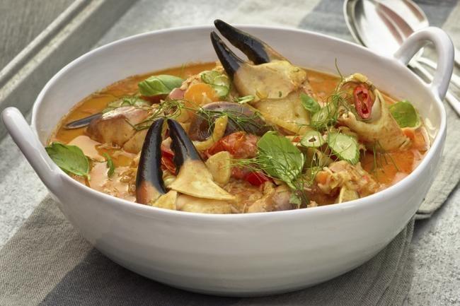 Krabbesuppe- Denne krabbesuppen har en herlig smaksbalanse – salt, syrlighet, med god sødme og litt chili som varmer ekstra godt nå på høsten.