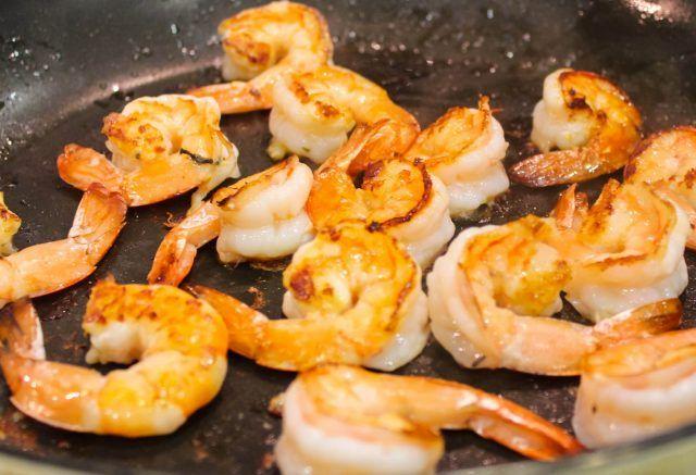 Wok de gambas ¡Perfecto para amantes de la comida del mar!   #WokDeGambas #Gambas #Mariscos #RecetasDeMariscos #RecetasFaciles #Recetas Rápidas #RecetasDeCocina
