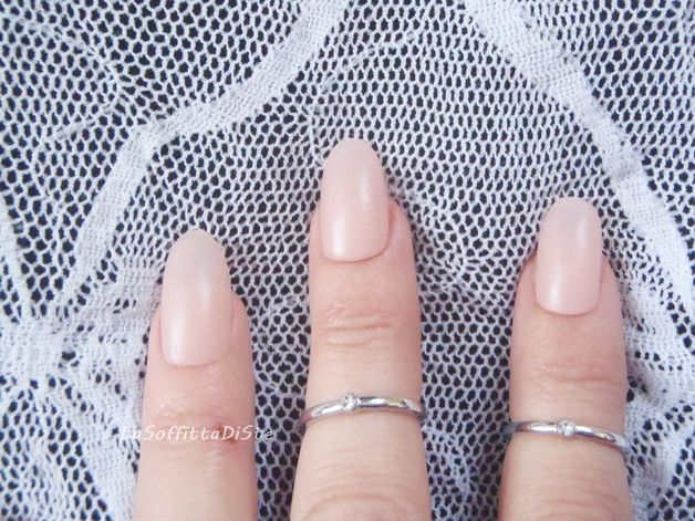 Più - unghie rosa cipria opaco ovali unghie finte sposa - un prodotto unico di LaSoffittaDiSte su DaWanda