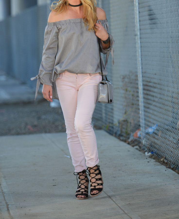 серый топ розовые джинсы 8