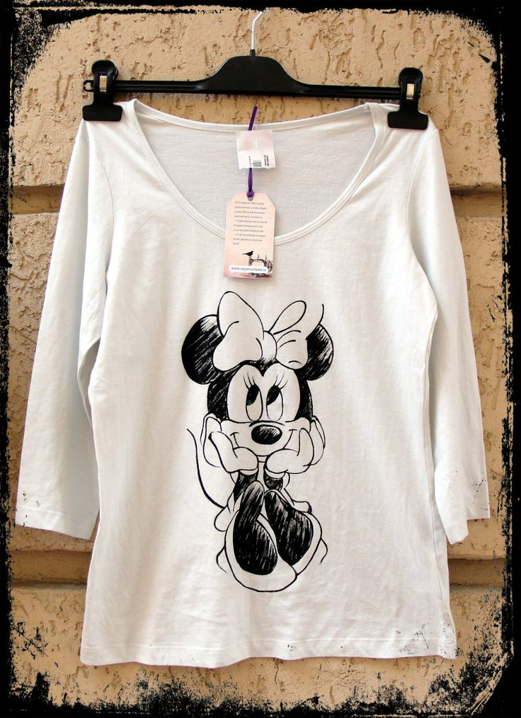 Hand-painted t-shirt. http://www.myneverland.ro/lucrari/view/tricouri-pictate/tricou-pictat-minnie