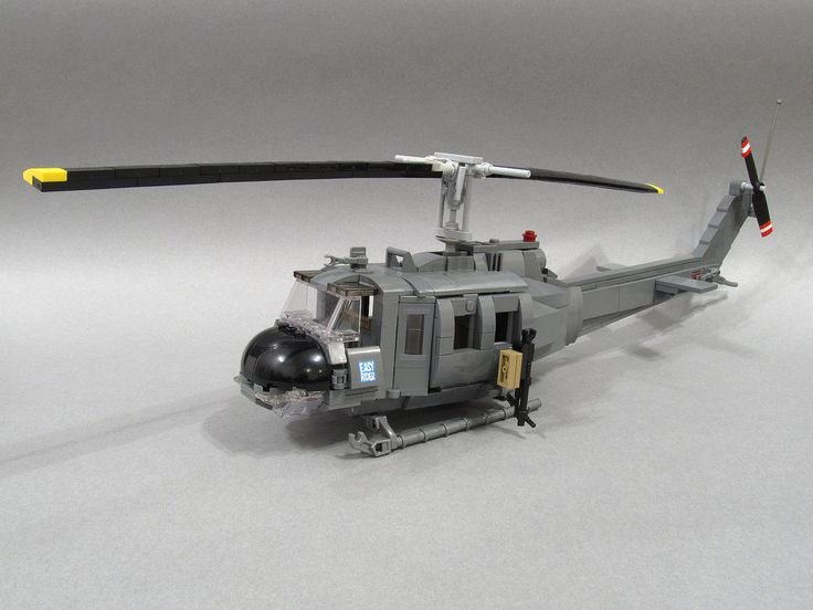 UH-1H Iroquois - better known as Huey. Vietnam War era. More photos: www.brickshelf.com/cgi-bin/gallery.cgi?f=566220