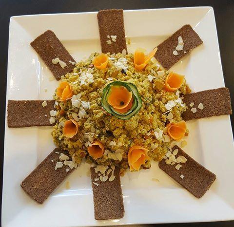 I nostri piatti....Cous Cous con verdure,pollo,mandorle e curry