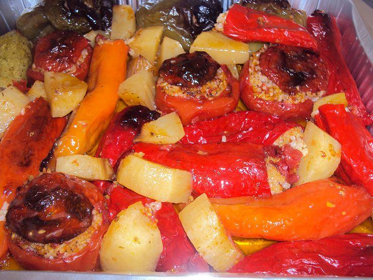 Aυθεντική συνταγή σαν εκείνη της γιαγιάς που όταν έμπαινε το ταψί στο φούρνο η μυρωδιά του πλημμύριζε τη γειτονιά, γαργαλούσε τα ρουθούνια κι άνοιγε την όρεξη...