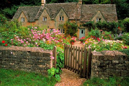 England    Open Cottage Gate Bibury