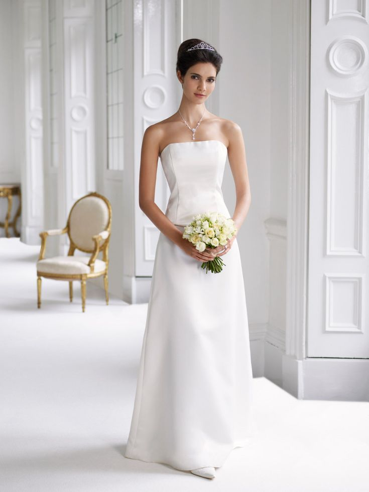 White Wedding Dresses Are Worn By Many Traditional Brides Like It Is Shown The History Nowadays More Modern Wearing