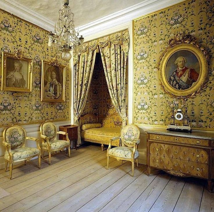 french yellow floral bedroom chambres pinterest ch teaux et chambres. Black Bedroom Furniture Sets. Home Design Ideas