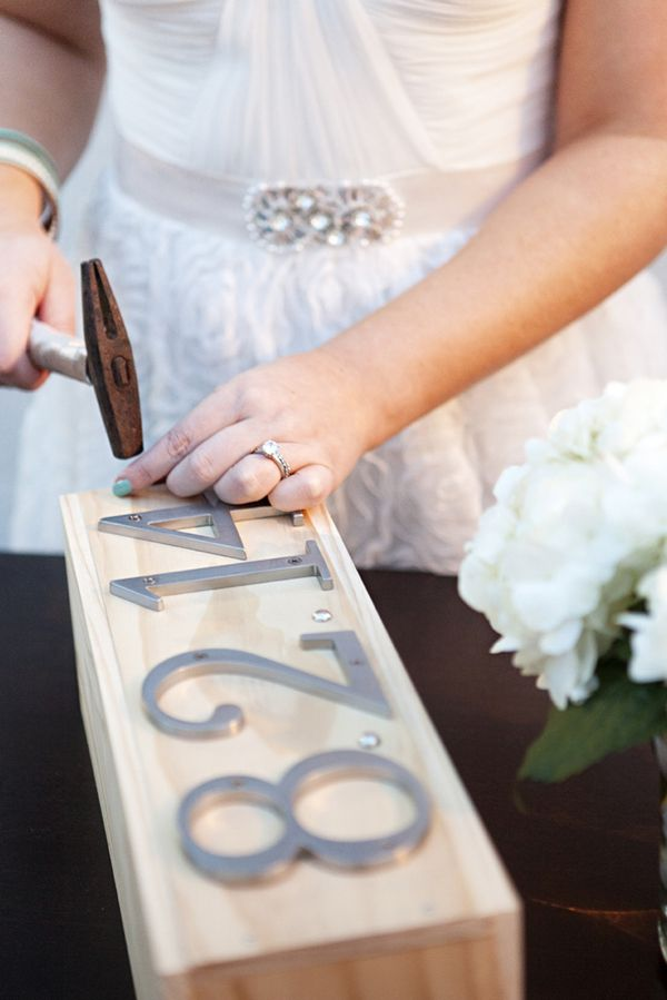 Use address numbers to decorate the wedding fight box.
