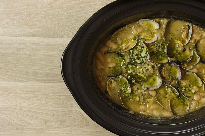 Fabes con almejas en Crock Pot | http://www.crockpotting.es #recipes #recetas…