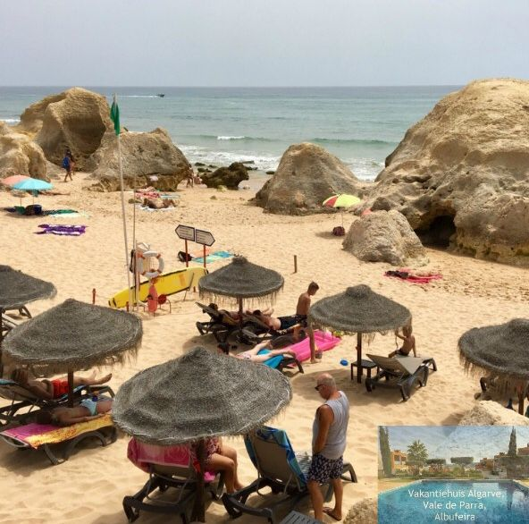 VakantiehuisAlgarve is a comfortable 2 bedroom holiday apartment located 2.3 km from beautiful Galé beach and 1.2 km from Salgadosgolf, offering accommodation in Vale de Parra, Albufeira in the Algarve, Portugal. On this picture you see Galé beach -east-