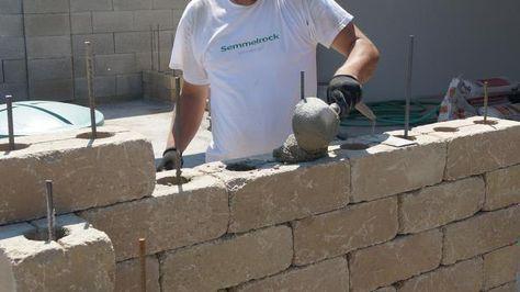 Jede dritte Reihe sind die Betonsteine mit Beton zu verfüllen