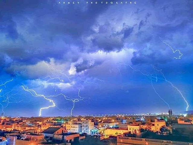 صورة البرق ليلة أمس بمدينة مستغانم أستيدية سبحان الذي يسبح الرعد بحمده و الملائكة من خيفته Clouds Outdoor