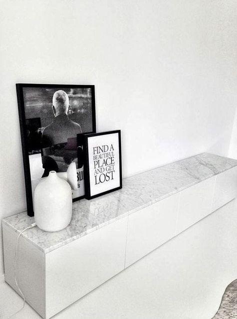Customiser un meuble besta ikea avec une plateau en marbre, j'adore cette idée epurée