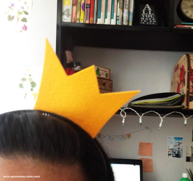 BIGBANG VIP crown headband. If I ever have the opportunity to see BIGBANG in concert I'll be making one of these.