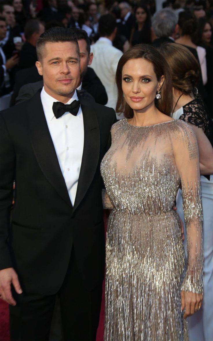Анджелина Джоли и Брэд Питт работают над своими отношениями Через две недели исполнится ровно год с того дня, как Анджелина Джоли подала на развод с БрэдомПиттом. И похоже, лед тронулся.