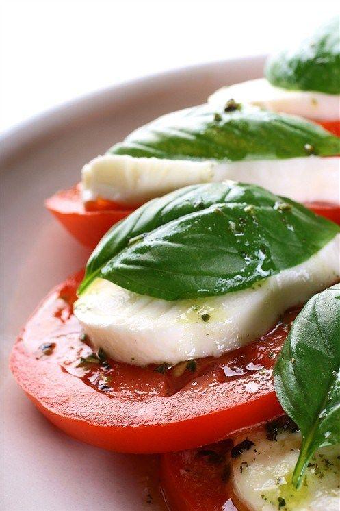 Закуска из моццареллы, помидоров и базилика рецепт – итальянская кухня: закуски. «Афиша-Еда»