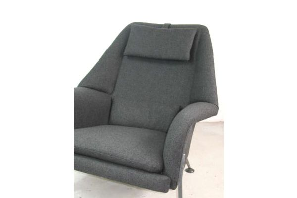 Ernest Race designed Heron lounge chair circa 1955 for Race Furniture, London, England. Completely re upupholstered in Kvadrat Tonica 132 wool fabric.
