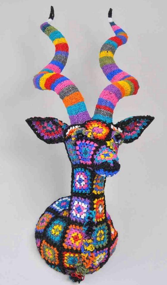 """passionfyrecrafts:  """" Разработанный Южно-Африканский дизайнер Магда ван дер Vloed, этот впечатляющий трофей выполнен из связанных крючком полиэтиленовые пакеты!  """""""