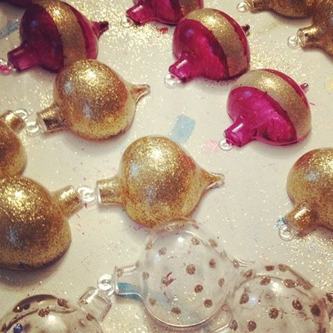 Tis the season for glitter! making my own ornaments again this year #glitter #gold #sparkle #holiday #ornaments #christmas  #diy