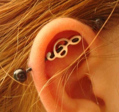 piercing en la oreja transversal corazon - Buscar con Google